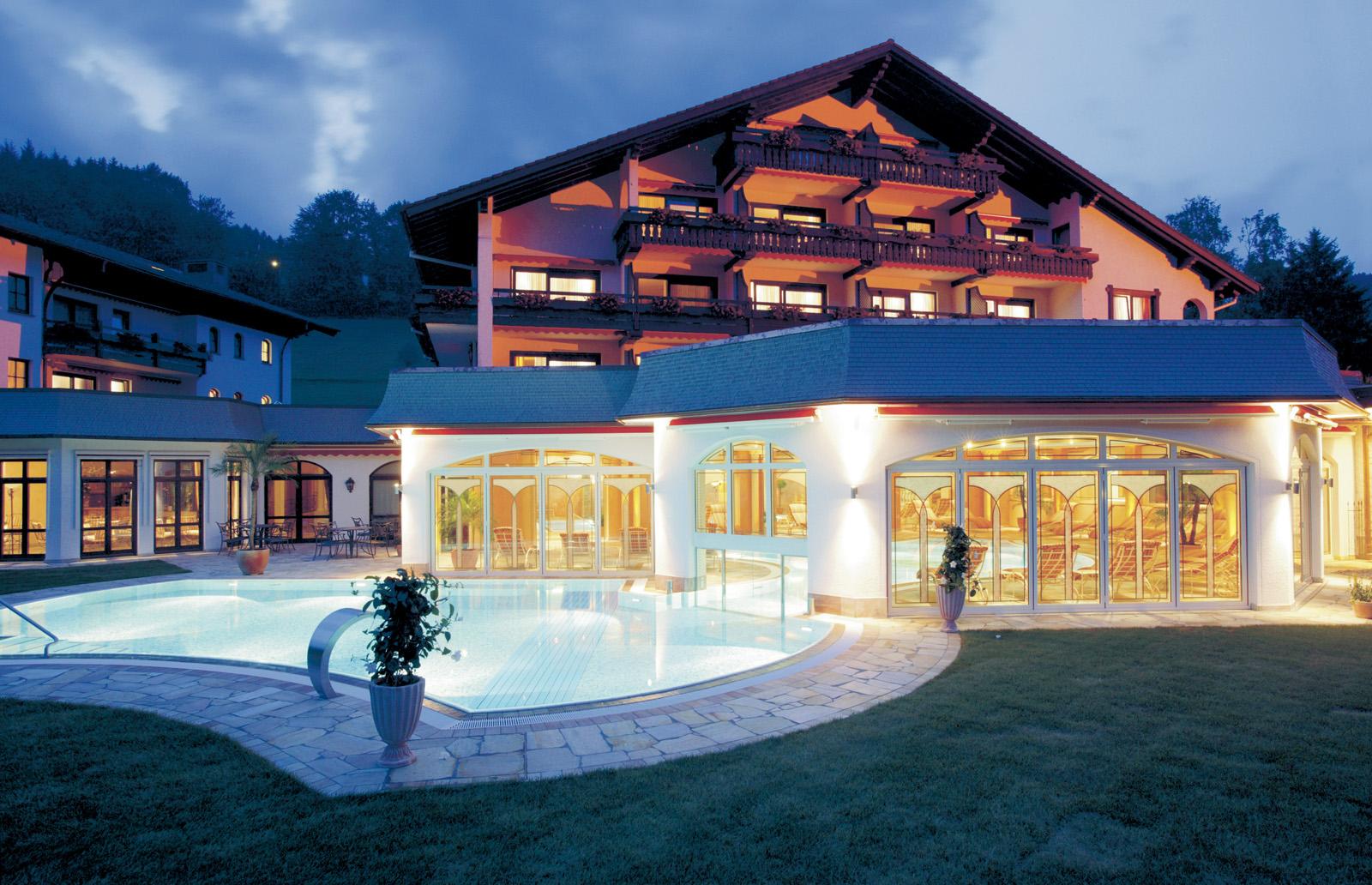 Aussenpool bei Nacht - Hotel Engel, Baierbronn / Obertal