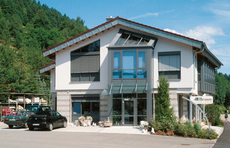 Aussenansicht Eingang - Gerhard Braun GmbH & Co. KG, Baiersbronn