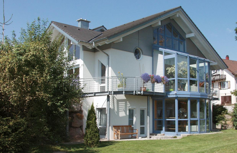 Südseite mit Wintergarten - Einfamilienhaus, Simmersfeld