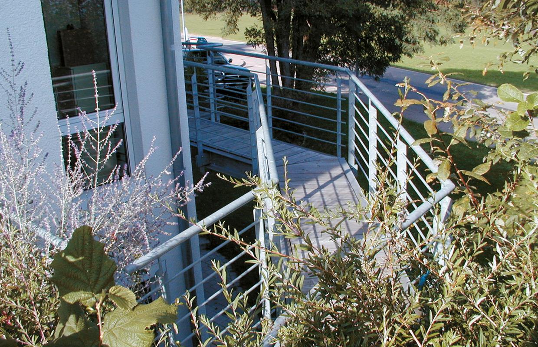 Verbindung von Balkon zu Balkon - Einfamilienhaus, Simmersfeld